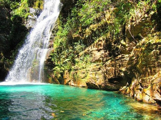 Cachoeira-Santa-Bárbara-Com-Sol-Chapada-dos-Veadeiros